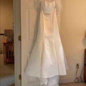 David's Bridal Dresses - BRAND NEW Davids Bridal Gown WG9871